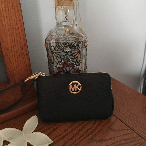 MICHAEL Michael Kors Handbags - 🎉HOST PICK 🎉4/19/19 MICHAEL KORS WRISTLET